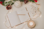 2015 Goals written in notepad with a pencil,candle  and new year — Stock Photo