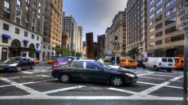 The daily rush of traffic in Manhattan — Stock video