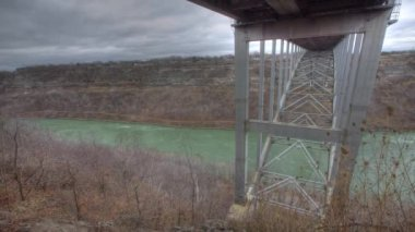 Under the Queenston bridge bordering Canada and the U.S., a timelapse — Stock Video