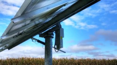 A timelapse view of a solar panel and blue skys — Stock Video