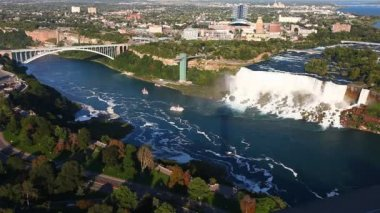A panoramic view of the American Falls and Rainbow Bridge, Niagara Falls — Stock Video
