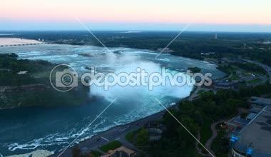 Uma vista aérea noite das Cataratas do Niágara — Vídeo stock