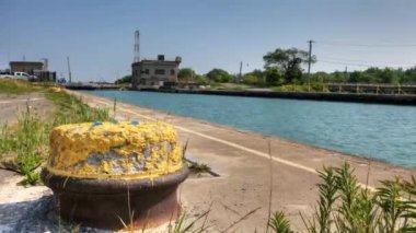 Motion controlled view of a lake freighter on the Welland Canal, Canada — Stock Video