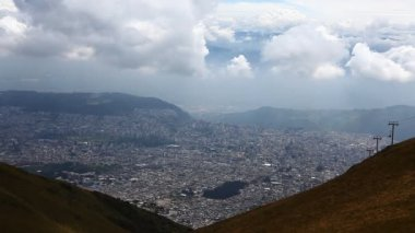 Looking down onto the city of Quito, Ecuador — Stock Video