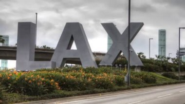Los Angeles Airport sign (LAX) during daylight — Stock Video