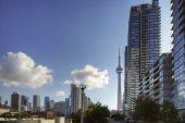 Cn タワーとトロントのコンドミニアム — ストック写真