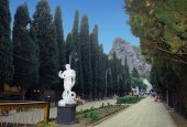 Statues of ancient gods standing in cypress avenue in Simeiz. Crimea. — Stock Photo