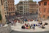 Vista as etapas em um quadrado espanhol em Roma — Fotografia Stock