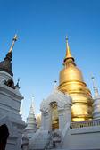 The golden pagoda at Wat Suan Dok, Chiang Mai, Thailand. The bea — Stock Photo
