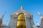 The golden pagoda at Wat Suan Dok, Chiang Mai, Thailand. The bea — Stock Photo