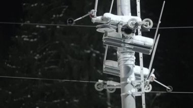 Ski lift pulley and cable — Stock Video