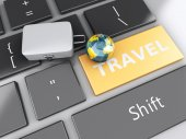 Travel suitcase and earth on computer keyboard. Travel concept — 图库照片