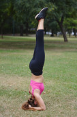 Woman doing exercises in the park. — Stock Photo