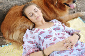 Young woman with her dog outdoors. — Stock Photo