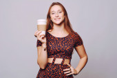Young woman drinking coffee. — Stock Photo