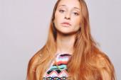 Portrét mladé kavkazské ženy — Stock fotografie