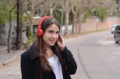 Latin young woman with headphones. — Stock Photo