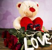 Day of love, Valentine's Day, roses and a teddy bear. — Stock Photo