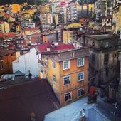 Old homes and roofs in seaside city Trabzon Turkey — Stock Photo