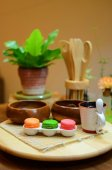 Colorful macaroons and tableware — Stock Photo