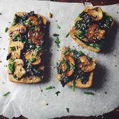 Panini con funghi e dei verdi — Foto Stock