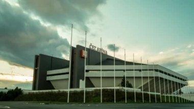 Tempo lapso do sol Cez Arena estádio Ostrava, República Checa — Vídeo stock
