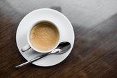Ahşap bir masa üzerinde kahve — Stok fotoğraf