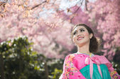 Hanbok: the traditional Korean dress and beautiful Asian girl wi — Stock Photo