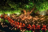 Visakha Puja Day,The ceremony is held to commemorate the birth of Buddha, enlightenment and death — Stock Photo