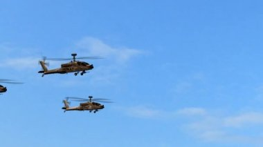 Military Helicopter Boeing AH-64 Apache Group fly over — Stock Video