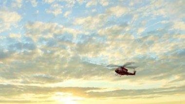 Huey Uh1 vrtulníku Bell - Air Rescue letět — Stock video