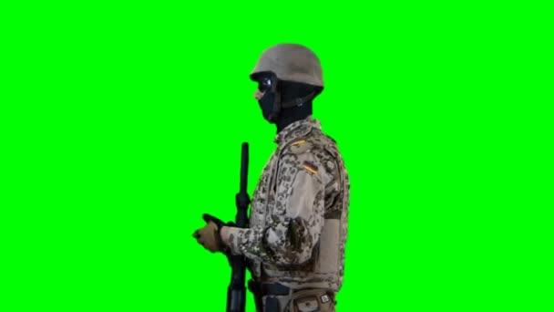 Soldier talking with weapon — Vídeo de stock