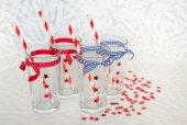 Vier feestelijke bril met rietjes — Stockfoto