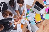 ビジネス チームと手を一緒に - チームワークの概念 — ストック写真