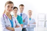 Médica permanente com estetoscópio no hospital — Fotografia Stock