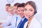 Attraktivt leende positiva unga företagare och kollegor i ett call center kontor — Stockfoto
