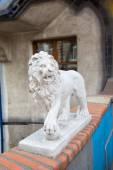 Lion statue - detail of Hundertwasser house in Vienna, Austria — Stock Photo