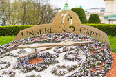 Flower clock in vienna city park — Stock Photo