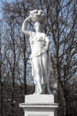 Statue from gardens of Schonbrunn palace in spring — Stock Photo