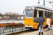 Yellow tram number 2, people on the tram stop in Budapest, Hungary — Stock Photo
