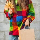 Shopping autumn woman — ストック写真