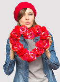 Valentines Day. Woman holding Valentines Day heart sign — Stock Photo