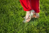 Woman legs in bright shoes — Stock Photo