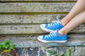 Legs in sneakers — Stock Photo