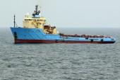 Marine tug on the background of the sea — Stock Photo