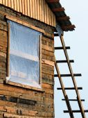 A wooden ladder attached to home under construction — Stock Photo