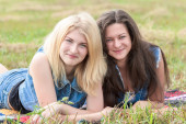 Happy friends lying on grass — Stock Photo