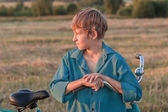 Portrait of teenager boy with bicycle at sunset — Stok fotoğraf