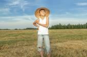 Teenage farmář na sklizená pole — Stock fotografie