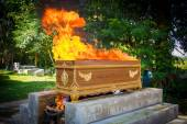 Fire on the coffin for cremation — Foto Stock